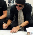 Roberto Neri (Eagle-i) looks on as Simon signs (Aug 24 2012)